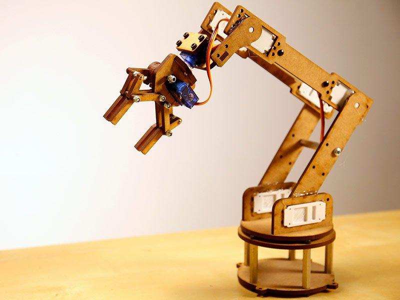 Brazo Robotico cortado en CNC BIGMAKER